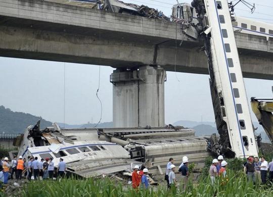 当时电务值班人员正根据车务登记的2个轨道电路区段故障进行故障处理.